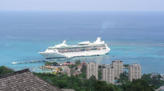 cruise ships pollute sea