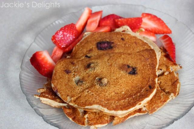 blueberry banana oat pancakes.4