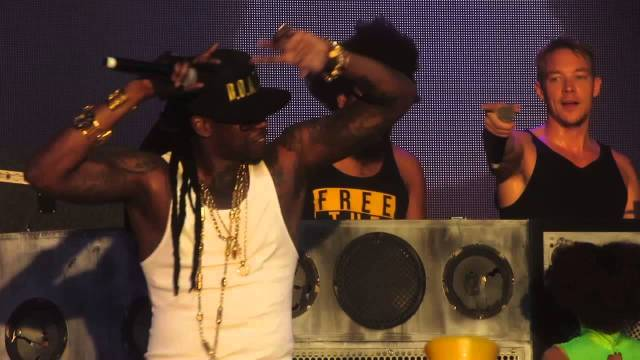 "Major Lazer with Guest 2 Chainz Performing ""Bubble Butt"" Live @ Coachella Festival (April 20 2013)"