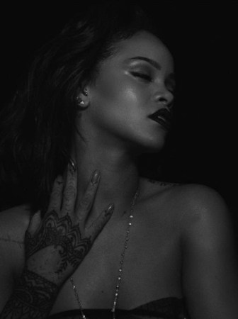 Rihanna – Kiss It Better (Official Music Video)