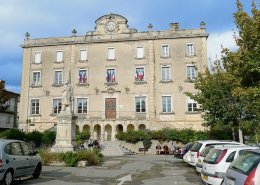 mairie bourg st andeol