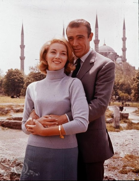 still-of-sean-connery-and-daniela-bianchi-in-from-russia-with-love-large-picture