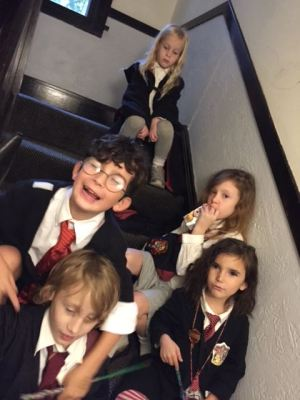 halloween2016_hogwarts-kids-on-stairs