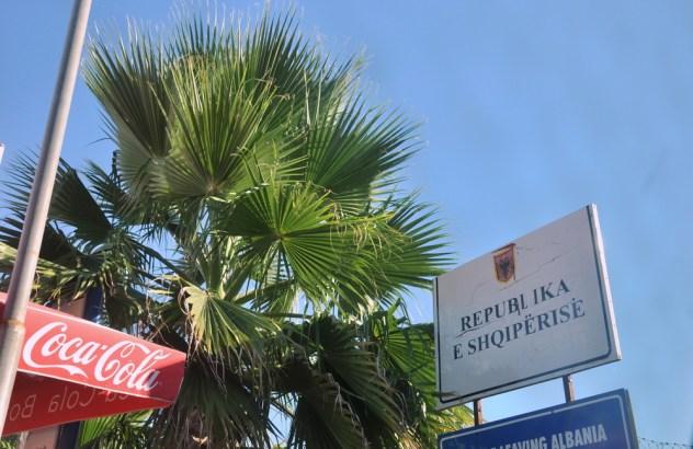 WELCOME TO ALBANIA!!! No to jesteśmy ;) Pierwsze 2 tys. kilometrów za nami. Jest gorąco.