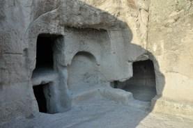 Zachowało się 250 komnat, sporo schodów, tuneli oraz cerkiew wykuta wewnątrz skały - standardowo nie można robić zdjęć.