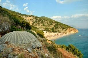 Dostęp na plażę - terenówką lub na piechotę (jakieś 3 km).