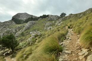 Ścieżka na przełęcz pod Cornador Gran.