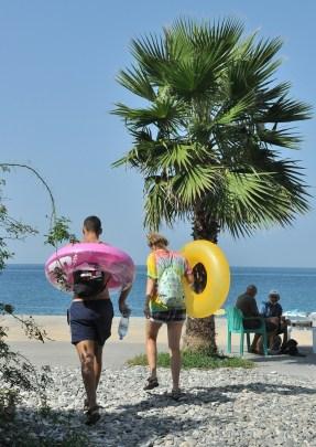 Gonio, kilkanaście kilometrów za Batumi, 4 od Turcji. Pusto na plaży ;)