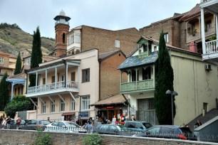 Meczet i nadal najstarsza część Tbilisi. Pierwszy meczet zbudowali Turcy w XVIII, potem go zburzono i postawiono w XIX wieku ten właśnie. To chyba jedyny meczet w Tbilisi?