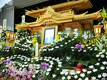 220px-The_altar_of_the_Japanese_Buddhism-style_funeral,saidan,japan