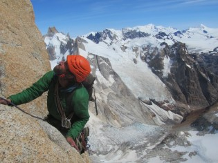 Checking out the next pitch on the Comesaña-Fonroughe