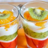 Deser warstwowy jogurtowo-owocowy
