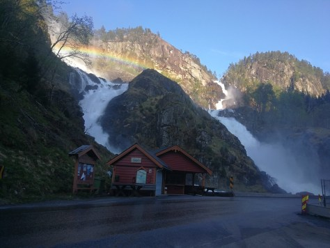 jeden z licznych wodospadów