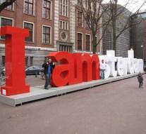 IDIOOT: Gemeente Amsterdam telt maar liefst 300 communicatiemedewerkers waaronder 58 persvoorlichters