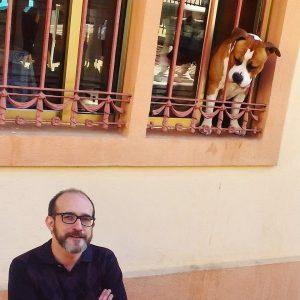 Víctor Gomollón con perro