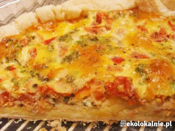Tarta z łososiem, mozzarellą i pomidorami