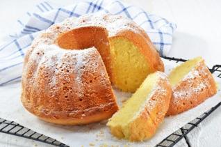 Kozzi-lemon-gugelhupf-with-icing-sugar-886 X 586
