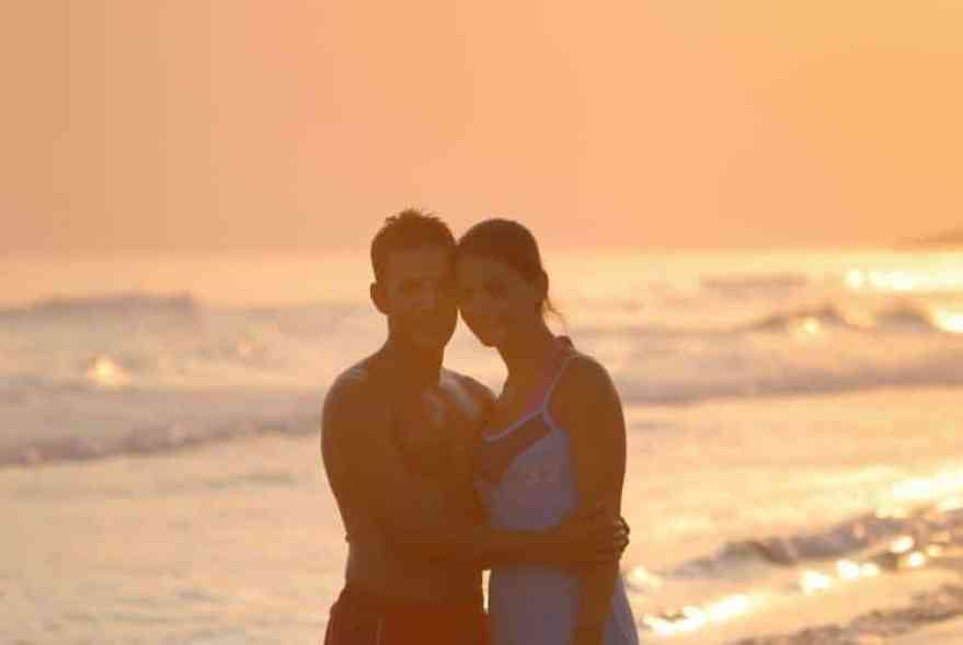 Kozzi romantic couple on beach 881 X 589 Best Mobile Apps for Travelers in 2013