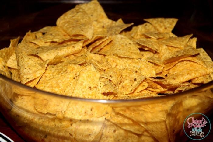 chips in a bowl for taco salad Want Easy Dinners Ideas? Try This Easy Chicken Taco Salad Recipe!