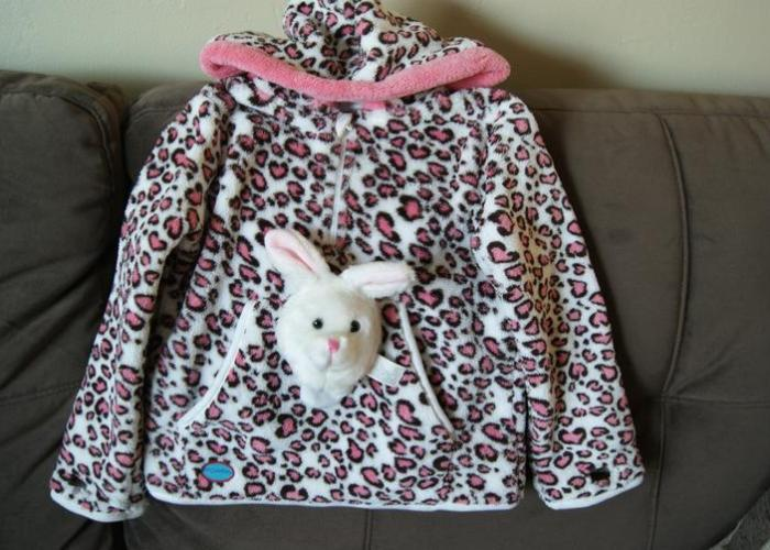 kids hoodie with kitty on the front  Choosing A Great Children's Hoodie! 4 Simple Decision Factors camra pics 074