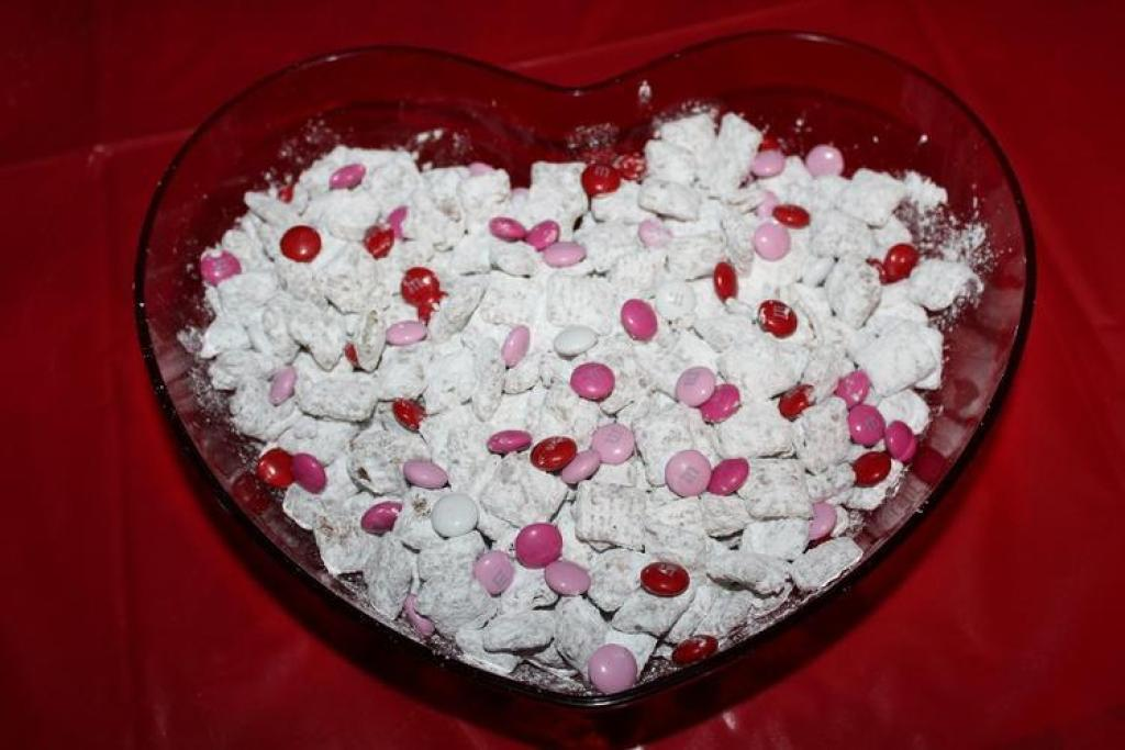 easy recipes for Muddy Buddies Valentine's Day Recipes: How To Make Valentines Day Muddy Buddies!