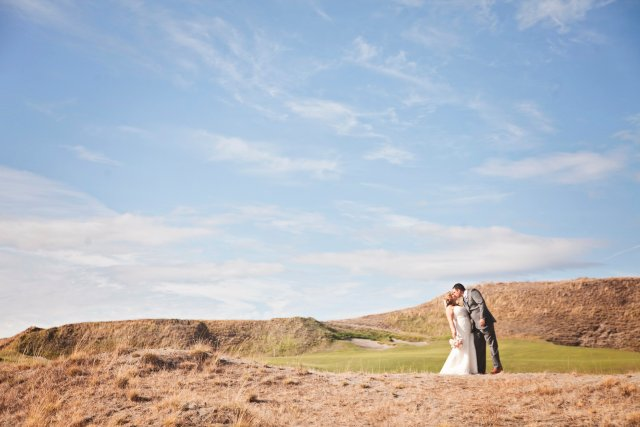 Chambers Bay Bride & Groom || Flowers By: Jen's Blossoms || Photo By: Lloyd Photographers