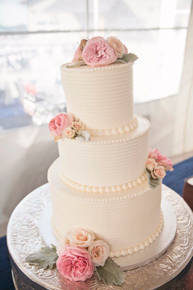 Chambers Bay Wedding Cake || Flowers By: Jen's Blossoms || Photo By: Lloyd Photographers