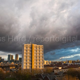 Storm clouds gather over Canary Wharf, London Docklands and Poplar. East London.  © Jess Hurd/reportdigital.co.uk