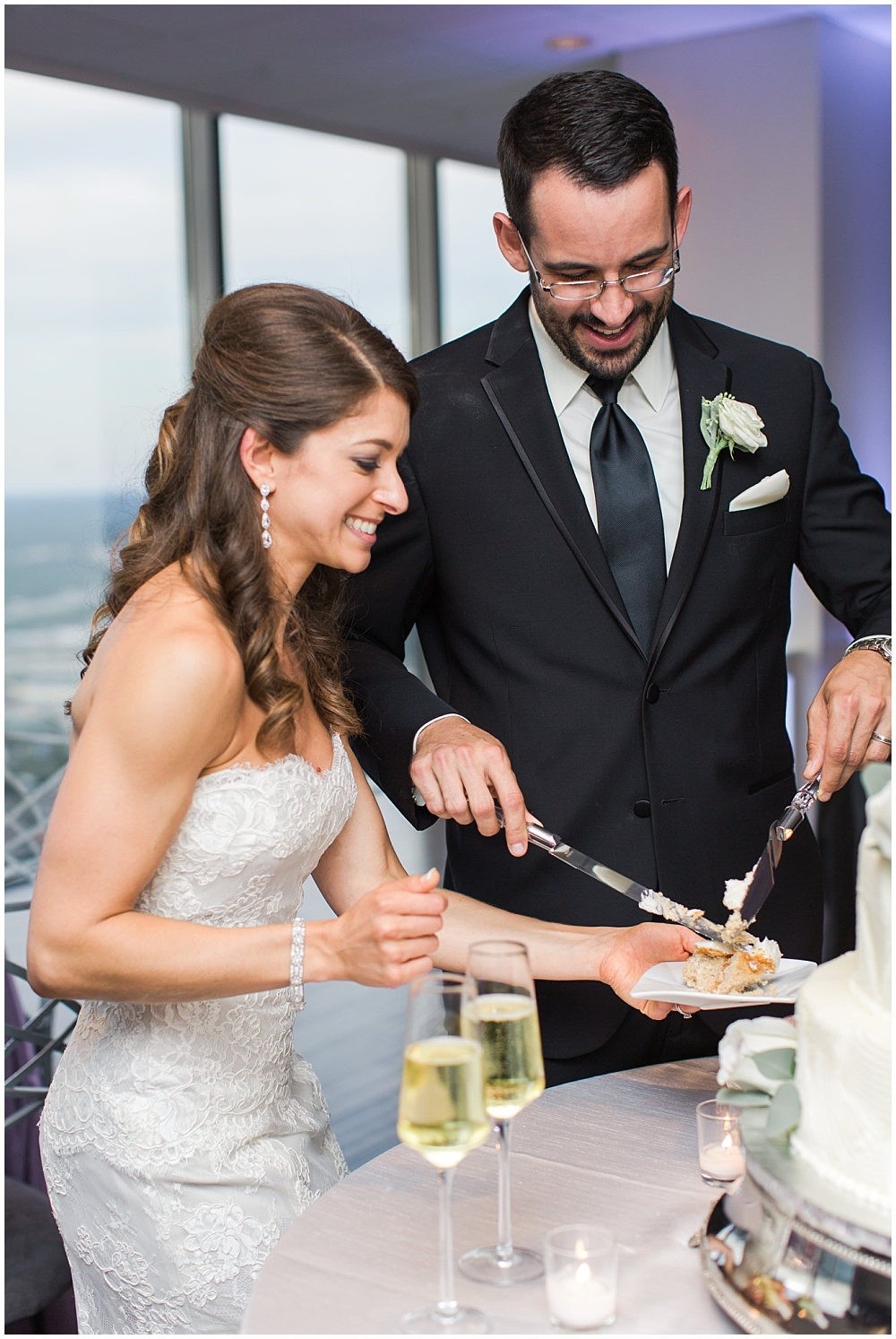 Bride and Groom cutting the cake | D'Amore Wedding by Ivan & Louise Images & Jessica Dum Wedding Coordination