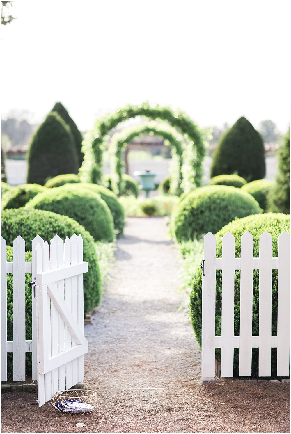 Charming ceremony entrance, navy and pink southern wedding | Ivan & Louise Images and Jessica Dum Wedding Coordination