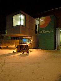 Box bei Schnee und Nacht