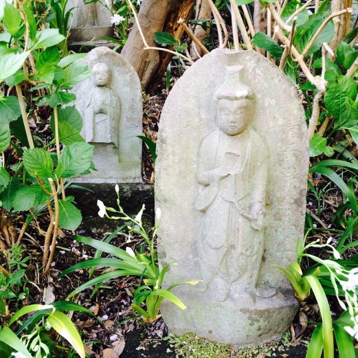 Buddhas in the grass - Kamakura