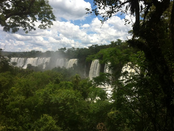 Iguazu distant