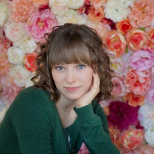 senior-picture-with-flower-background