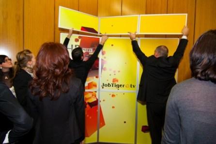Екипът на JobTiger подготвя медийния кът на JobTiger.tv