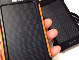 LEVIN 10000mAh モバイルバッテリー ・ソーラーチャージャー  LEDライト付き #太陽光発電 #エコ #followme