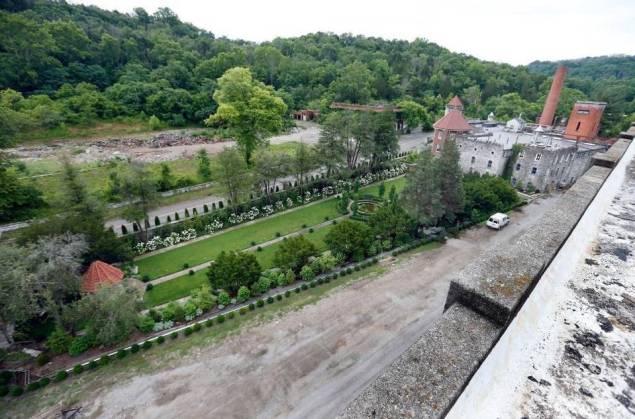 Castle & Key Gardens