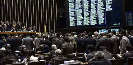 Plenário inicia Ordem do Dia para prosseguir com a votação da reforma política (Wilson Dias/Agência Brasil)