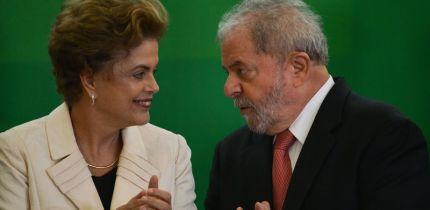 Brasília - A presidenta Dilma Rousseff e o novo ministro da Casa Civil, Luiz Inácio Lula da Silva, durante cerimônia de posse (José Cruz/Agência Brasil)