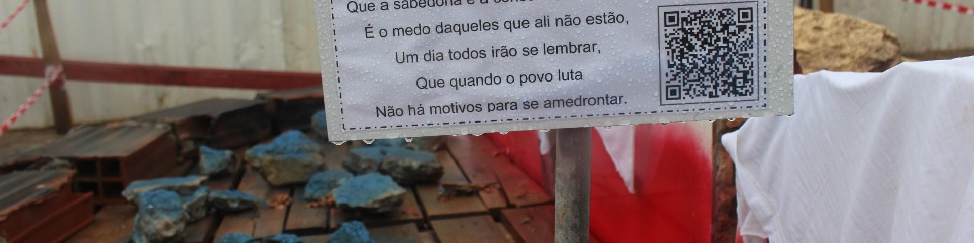 """""""Vila de Todos os Santos"""" representa a Casa de Nanã no percurso do Museu das Remoções. O texto é de autoria de Pedro, um dos apoiadores da Vila. l Foto: Miriane Peregrino"""