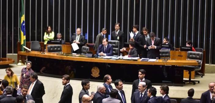 Deputados federais representantes da região votaram pela terceirização total