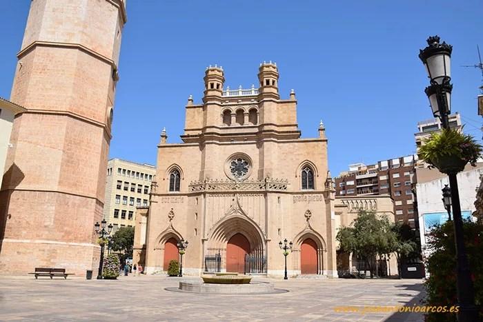 Concatedral de Castellón en su Plaza Mayor.