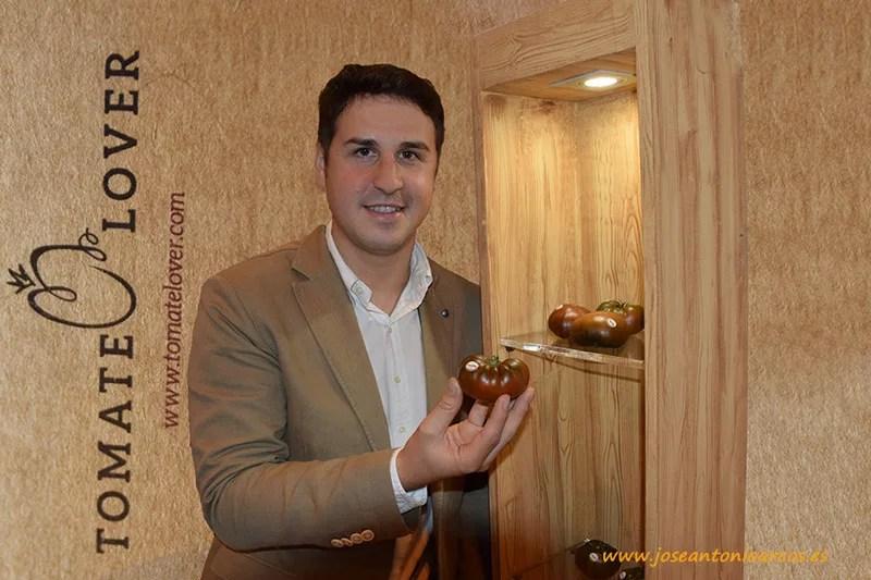 Daniel Ruiz Ayala promotor de la tienda virtual de Tomate Lover Adora de HM Clause.