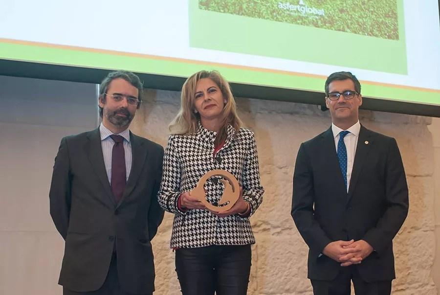 Entrega-de-premio,-Eduardo-Diniz,-Manuela-Cordeiro,-Nuno-Lacasta