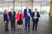 La Junta 'dialoga' con Phil Hogan. Coag critica la visita exprés de 1 hora del comisario