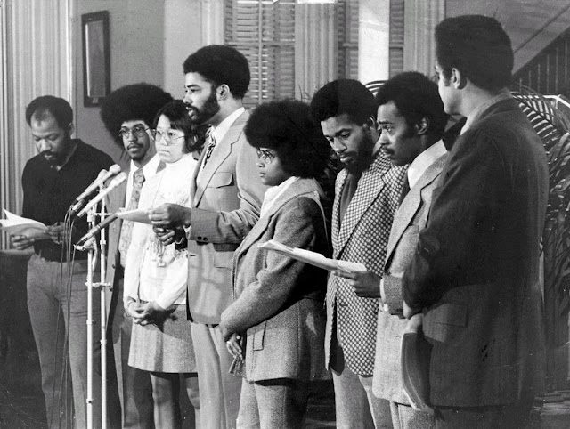From left: Michael b. Hodge, Ivan Brandon, Leon Dash, Penny Mickelbury, Ronald A. Taylor, Clifford Alexander, March 23, 1972, Metropolitan AME Church, Washington. (Credit: Ellsworh Davis/washington Post)