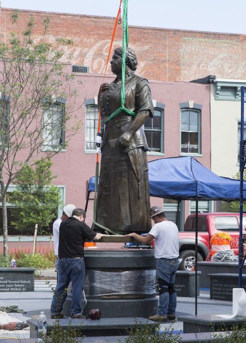 Maggie Walker statue. (Credit: Daniel Sangjib Min/Richmond Times-Dispatch)