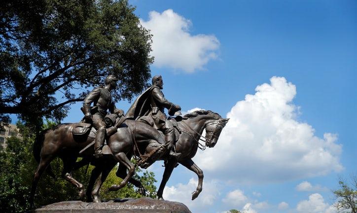 The Robert E. Lee statue in Robert E Lee Park. in the Turtle Creek area of Dallas. (Credit: Tom Fox/Dallas Morning News)