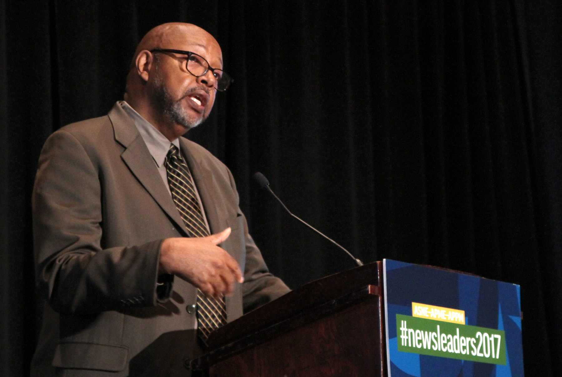 """I would much rather read a story encoded with some journalist's unconscious bias than to read one from some journalist working hard to say nothing definitive,"" Leonard Pitts Jr. told journalists on Monday. (Photos by John R. McClelland)"