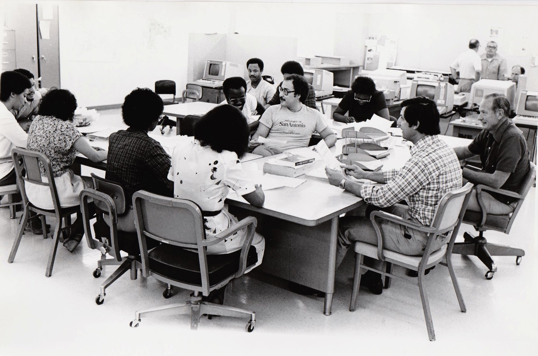 Donald Carson, at extreme right, with the Editing Program for Minority Journalists in 1980 at the University of Arizona at Tucson. (Credit: Frank Sotomayor)